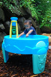 ребенок pic1 играя воду Стоковое фото RF