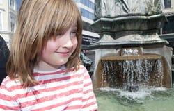 Ребенок stroget Копенгагена Дании фонтана стоковое фото