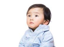 Ребёнок Азии смотря в сторону стоковое изображение