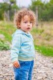 Ребёнок внешний в сельской местности Стоковое Изображение