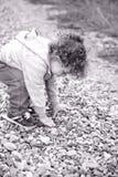 Ребёнок внешний в сельской местности Стоковая Фотография RF