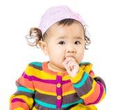 Ребёнок всасывает палец в рот Стоковые Изображения RF