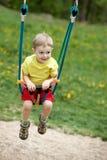ребёнок играя качание стоковая фотография