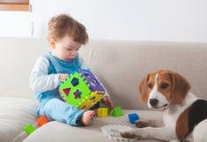 Ребёнок играя дома Стоковые Изображения