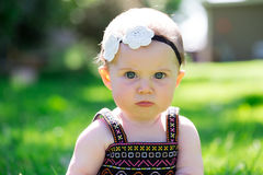Ребёнок 6 месяцев старый Outdoors Стоковое Изображение