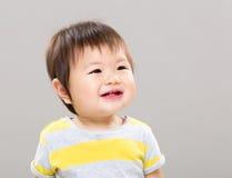 ребёнок смеясь над немного стоковая фотография rf