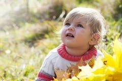Ребёнок с листьями осени Стоковая Фотография RF