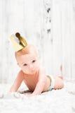 Ребёнок с носить золотую крону Стоковая Фотография