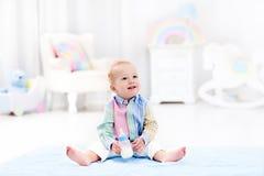 Ребёнок с питьевым молоком или формулой бутылки Стоковые Изображения RF
