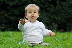 Ребёнок с протягиванной рукой Стоковые Фото