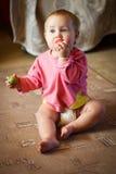 Ребёнок с томатом Стоковое Изображение RF