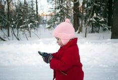 Ребёнок с Smartphone в руках Стоковое Изображение RF