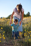ребёнок учя погулять Стоковая Фотография RF
