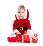 Ребёнок Santa Claus с коробкой подарка на белизне Стоковое Изображение RF