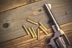 Револьвер и 7 патронов Стоковое Фото