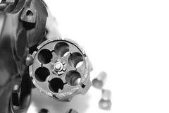 Револьвер с концом-вверх пуль изолированный на белой предпосылке/черно-белом фото в ретро стиле Стоковые Фотографии RF