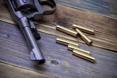 Револьвер с патронами, часть Nagan  Стоковые Фото