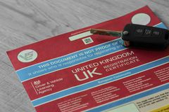 Регистрационный журнал автомобиля V5C с электронным ключом обманывает Стоковое фото RF