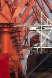 Регулировать железную руд руду крана стоковые фотографии rf