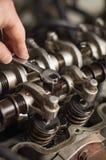 регулировать клапаны головки цилиндра Стоковое фото RF