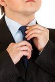 регулирующ бизнесмена закройте его свяжите вверх Стоковые Изображения RF