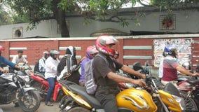 Регулярные пассажиры пригородных поездов мотоцикла в городе Стоковые Изображения RF