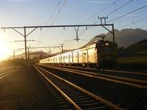регулярный пассажир пригородных поездов сельский стоковое изображение rf