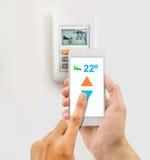 Регулировать температуру от телефона стоковое изображение rf