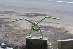 Регулируемый lifter для ручной обработки обочин Scissor тип lifter края тротуара Стоковые Фотографии RF