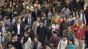 Регулярные пассажиры пригородных поездов, токио, видеоматериал