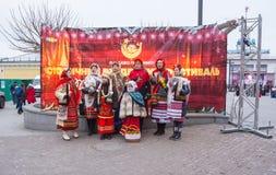 редакционо Kyiv/Украина - 13-ое января 2018: Клирос в фольклорных костюмах поет рождественские гимны рождества стоковая фотография