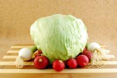 редиски салата айсберга красные Стоковое Фото