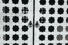 Редкие ручки двери на деревянных стробах Стоковые Фотографии RF
