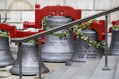 Редкий визировать колоколов St Pauls Cathedral's будучи извлеканным для реновации, Лондона, Англии, стоковые изображения rf