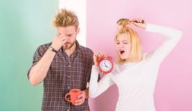 Режим сожаления последний Утро пар будя будильник Создайте здоровый режим остатков для того чтобы спать достаточно Мы должны пойт стоковые изображения
