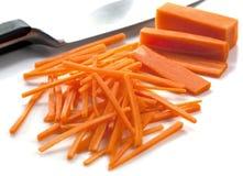 резать морковей стоковые фото