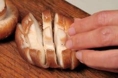 резать свежий гриб Стоковые Фотографии RF