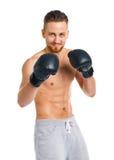 Резвитесь перчатки бокса привлекательного человека нося на белизне Стоковая Фотография RF