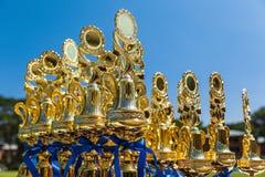 Резвитесь трофеи на внешней таблице на победителях солнечного дня ждать стоковая фотография