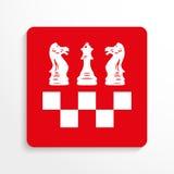 Резвит символы Шахмат зацепляет икону Красный цвет и белизна отображают на светлой предпосылке с тенью Стоковые Фото