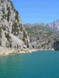 резервуар зеленого цвета запруды каньона стоковые изображения