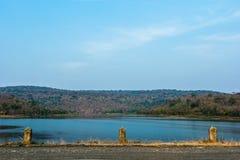 Резервуар и голубое небо стоковое фото