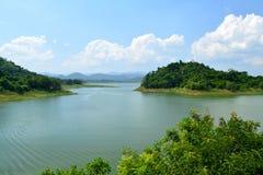 Резервуар и горы Стоковые Изображения RF