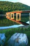 резервуар рыболовства моста шлюпки Стоковые Фото