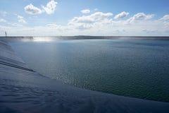 Резервуар с предпосылкой голубого неба Стоковые Изображения RF
