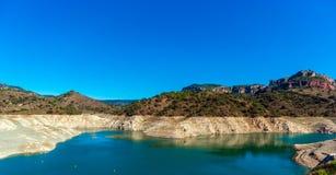 Резервуар Pantano De Siurana, Таррагона, Испания Скопируйте космос для текста стоковая фотография rf