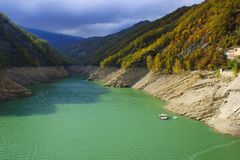 Резервуар Ridracoli горы горы озера lac de Франции creno Корсики корсиканские Стоковое Фото
