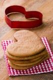 Резец печенья и домодельные пряники Xmas Стоковая Фотография