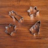 Резец печенья для печений рождества на древесине Стоковая Фотография RF