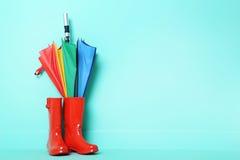 Резиновые ботинки с зонтиком Стоковое фото RF